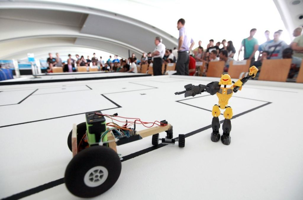 Más de 220 robots diseñados por escolares participan en Desafío Robot 2016