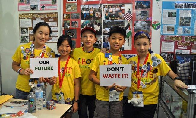 Los cinco miembros del equipo australiano se han convertido en unos expertos en comunicar la importancia del reciclaje. / SINC