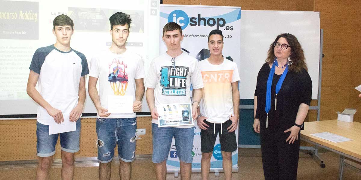 Ganadores del I Concurso de Modding junto a nuestra copañera representante del AMPA